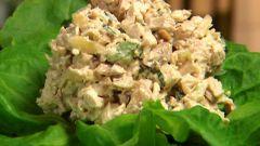 Как приготовить омлетный салат с черносливом