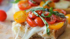 Как приготовить брускетту с моцареллой и томатами черри