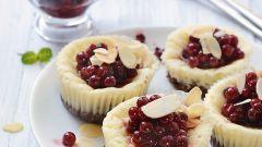 Творожные пирожные с брусникой