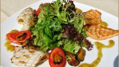 Салат из маринованных морепродуктов