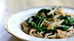 Как приготовить пасту с тунцом и шпинатом