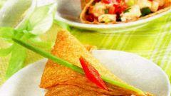 Кунжутные блинчики с сыром фета и овощами