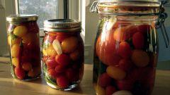 Как солить помидоры в банках