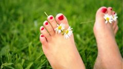 Почему трескается кожа между пальцами ног