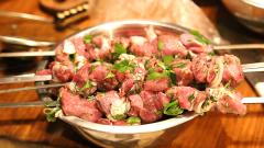 Какие есть оригинальные рецепты маринования шашлыков