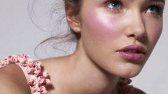 Как сделать макияж с розовыми тенями