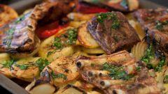 Как вкусней запечь ребрышки свиные с картошкой