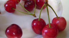 A simple recipe of cherry liqueur