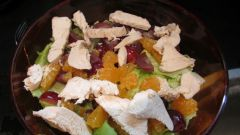 Пестрый салат из курицы и мандаринов