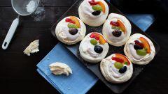 """Как приготовить миниатюрные торты """"Павлова"""" с фруктами"""