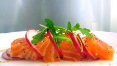 Как приготовить салат из лосося, редиса и яблок