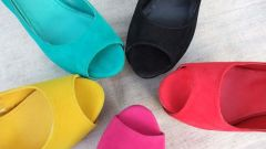 Как любимый цвет обуви может рассказать о характере человека