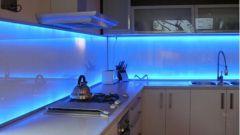 Шкафы с подсветкой на кухню
