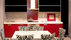 Интерьер кухни в красно-черном цвете