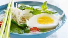 Пикантный суп с рисовой лапшой