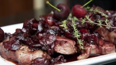 Как приготовить жаркое из свинины с вишней