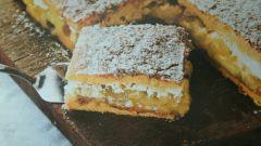 Торт с яблочным муссом, корицей и сливками