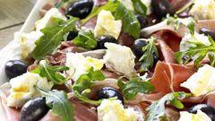 Рецепт салата с ветчиной и сухариками