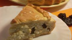Пирог с творогом и черносливом из готового теста