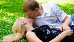 Как правильно целоваться с языком взасос