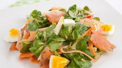 Как приготовить салат с лососем без соли