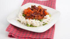 Тушеная фасоль с салатом из редиса