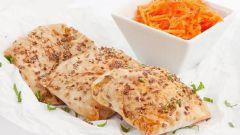 Слойки с морковью, луком-пореем и творогом