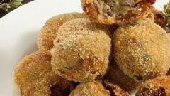 Как приготовить лепешки из баклажанов с изюмом и овечьим сыром