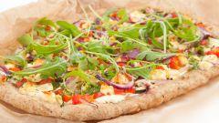 Как испечь пиццу с овощами и индейкой