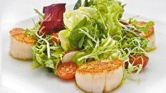 Как приготовить салат с морским гребешком