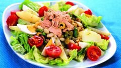 Как приготовить овощной салат с тунцом