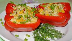 Фаршированный сыром и пшеном болгарский перец