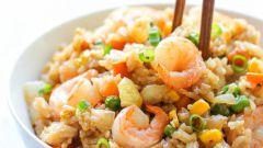 Как приготовить рис с овощами и креветками