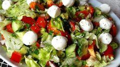 Как приготовить салат с курицей и моцареллой
