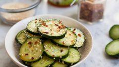 Как приготовить салат с огурцами в азиатском стиле