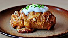 Как приготовить запёченный картофель с сыром пармезан?