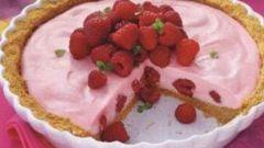 Пирог с малиново-зефирной начинкой
