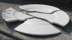 Почему говорят, что посуда разбивается к счастью?