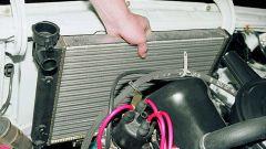 Как поменять радиатор охлаждения на ВАЗ 2104