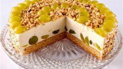 Изумрудный торт с виноградом и фундуком