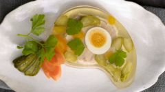 Заливное с яйцом и огурцами