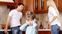 Можно ли подать на алименты, находясь в браке