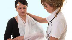 Как оказывать первую помощь при открытых и закрытых переломах