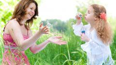 Как выбирать ребенку няню