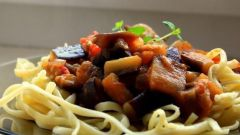 Итальянская лапша с баклажанным рагу
