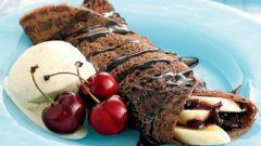 Шоколадные блинчики с бананом и карамельным соусом