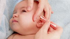 How to clean the ears of the baby