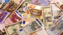 В какой валюте занимать, накапливать и хранить деньги?