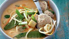 Кокосовый тайский суп с фрикадельками