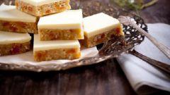 Французские пирожные с сушеными абрикосами, кокосом и белым шоколадом